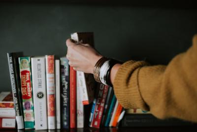 Boekenverkoop in de bib